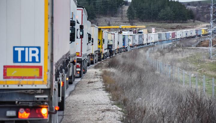 Литовский затор: на въезд в Россию и Белоруссию скопилось больше 150 фур