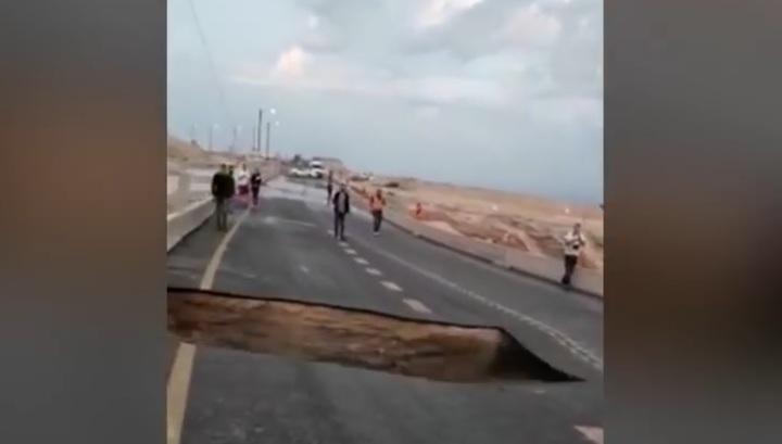 Участок шоссе в Израиле провалился на глазах очевидцев