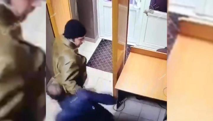 Мужчина с ножом напал на судебного пристава в Ростовской области. Видео