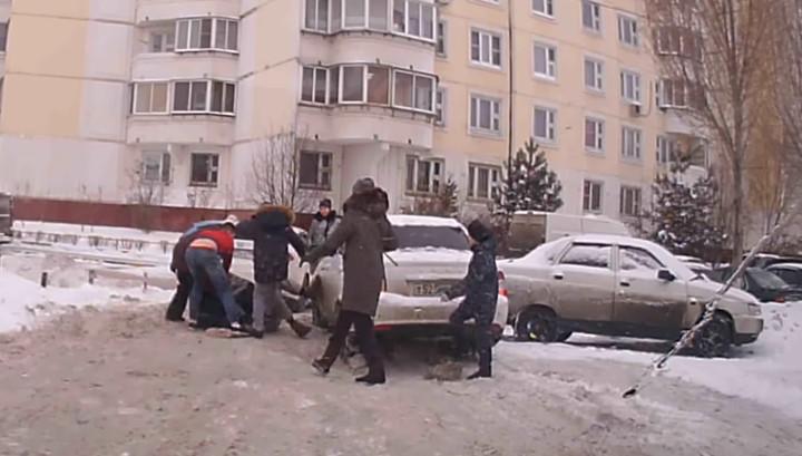 В Люберцах драка местных жителей и автомобилистов попала на видео