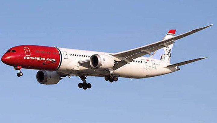 Норвежский Boeing уже месяц не может вылететь из Ирана из-за санкций США