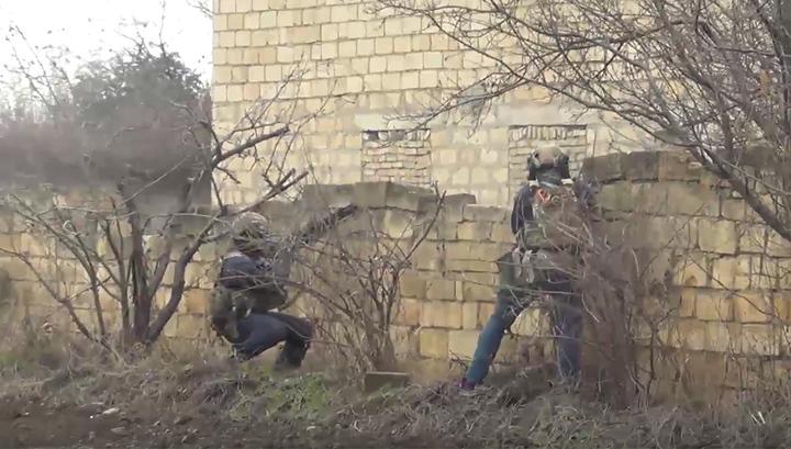 Появилось видео штурма здания с боевиком в Дагестане