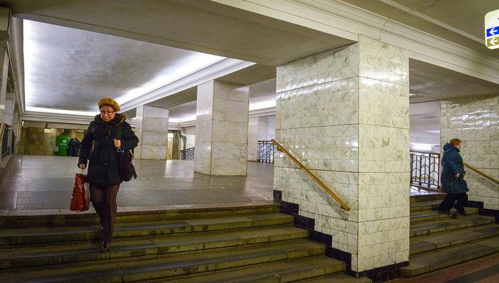 """В переход на станции метро """"Александровский сад"""" поступает вода"""
