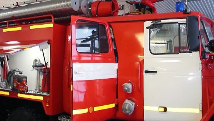 В Таганроге тушат пожар на площади 1,7 тысячи квадратных метров