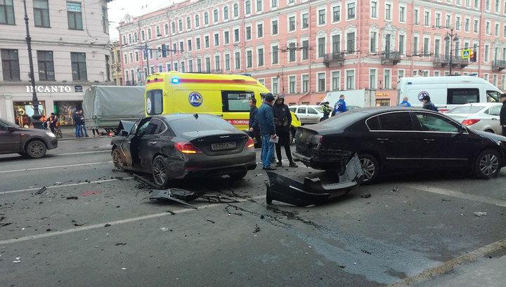 В Петербурге скончалась женщина, пострадавшая в аварии на Невском