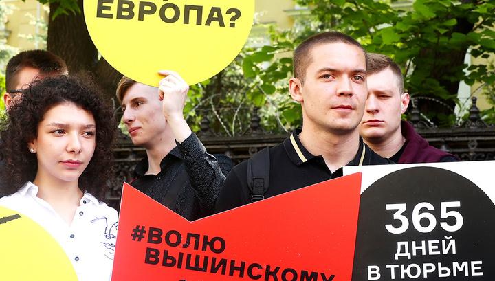 Волю Вышинскому! В Москве прошла акция солидарности с арестованным на Украине журналистом