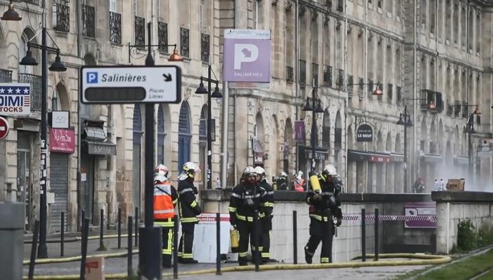 Трое пожарных пострадали при тушении парковки в Бордо, которая горит уже 12 часов
