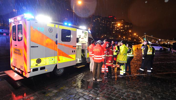 В Будапеште затонуло прогулочное судно с тремя десятками человек