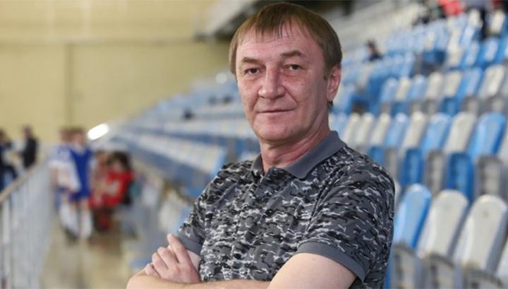 Главным тренером футбольного