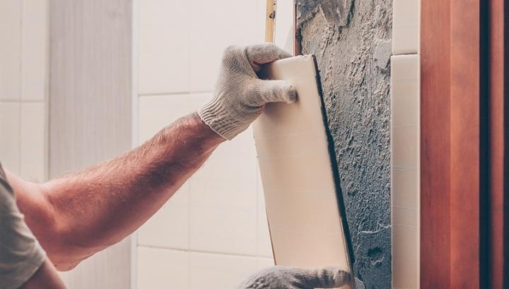Коммунальщики устраняли протечку и разобрали стену не в той квартире