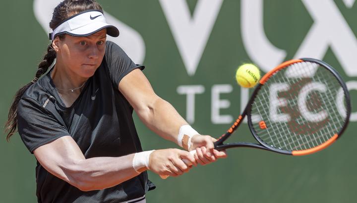 Самсонова вышла в полуфинал теннисного турнира в Палермо