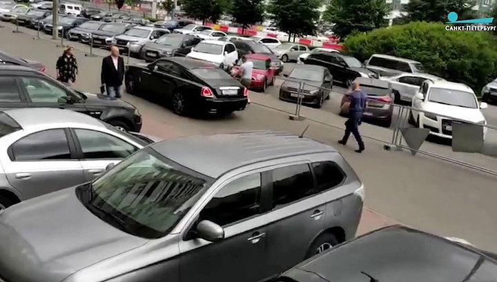 Напавший на петербуржца агрессивный водитель Rolls-Royce задержан