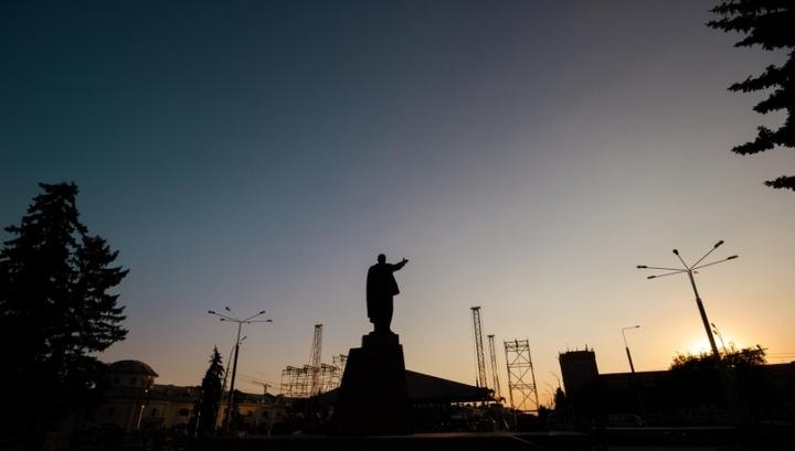 Коммунистам предложили ремонтировать памятники Ленину за счет спонсоров