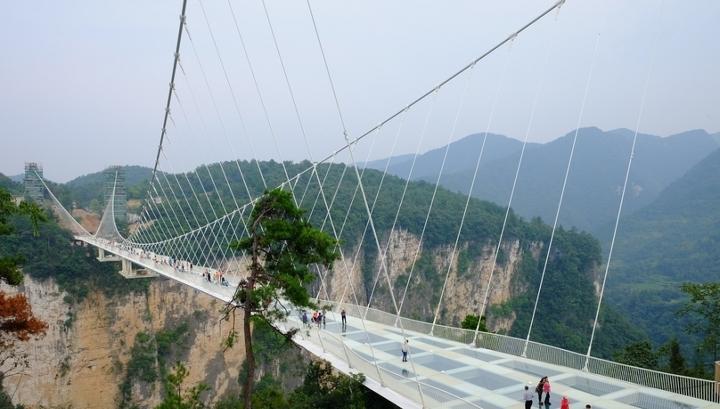 Китайские стеклянные мосты проверяют на безопасность