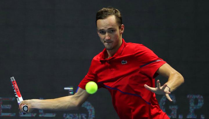 Даниил Медведев вышел в полуфинал турнира в Эр-Рияде