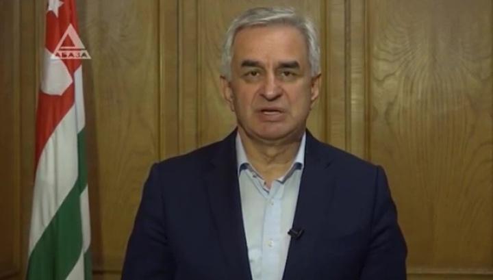 Абхазский парламент принял отставку президента Хаджимбы
