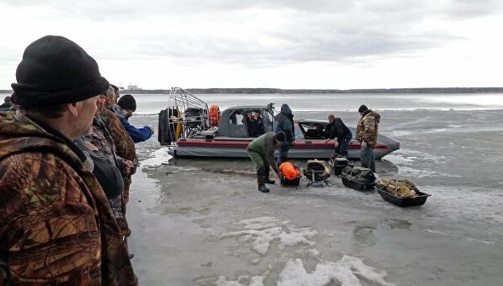 217 рыбаков сняли с оторвавшейся от берега льдины