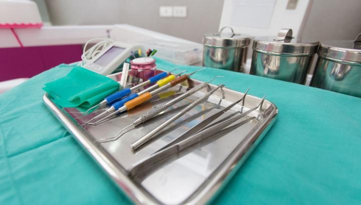 Врача-стоматолога, трижды отказавшегося лечить ВИЧ-инфицированных, уволили