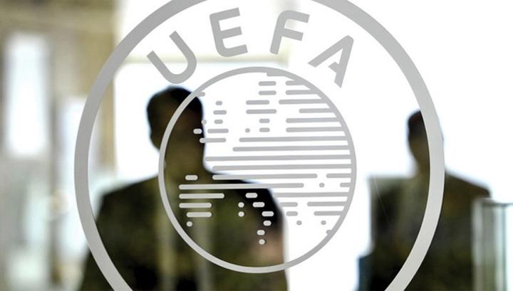 """УЕФА открестился от обязательного введения системы """"весна-осень"""""""