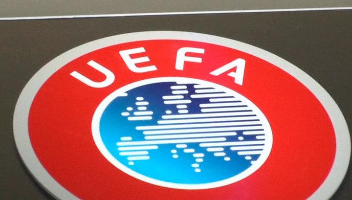 """УЕФА рекомендует российскому футболу вернуться к схеме """"весна - осень"""""""