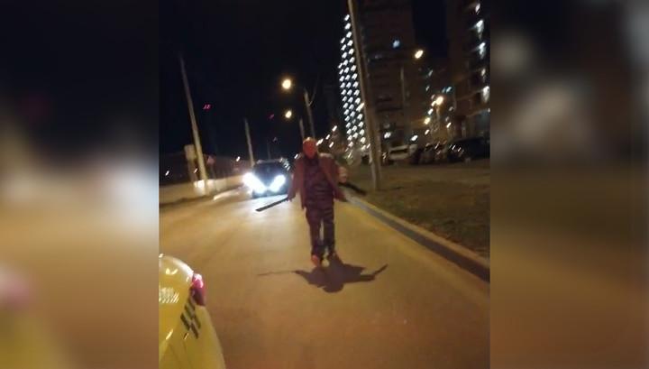 Пьяный хулиган с мачете пытался напасть на московского таксиста