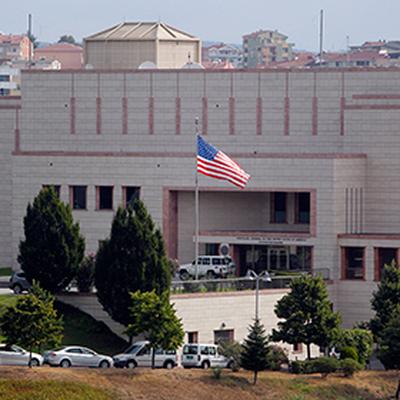 Ворота посольства США в Сеуле протаранил автомобиль