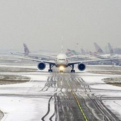 Летевший в Китай самолет совершил вынужденную посадку во Владивостоке