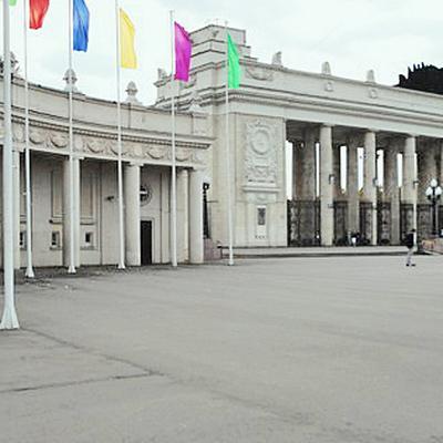 Вход в парк Горького сегодня с 6 утра доступен только для выпускнико