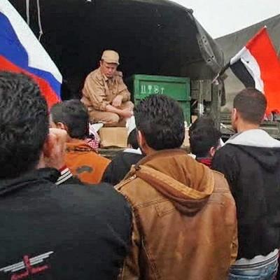 Российские военные в Сирии накормили 6 тысяч беженцев, которые вышли из Восточной Гуты