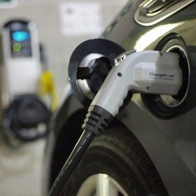 В Швеции открылась первая в мире дорога, которая заряжает электромобили