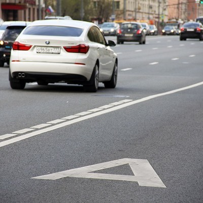 Автомобили каршеринга и мотоциклы не будут ездить по выделенным полосам