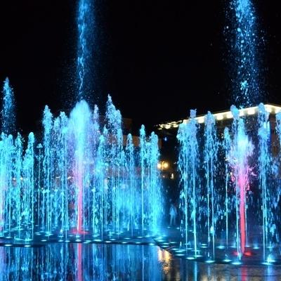 Мультимедийное шоу из 120 фонтанов, танцующих в ритме классической и современной музыки, впервые прошло на четвертом Международном фестивале фейерверков
