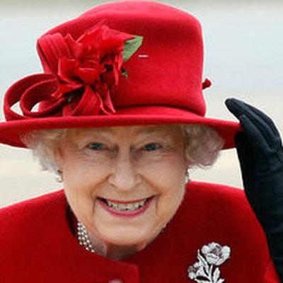 Елизавета II объявила войну пластиковой посуде при дворе