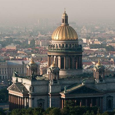 Водитель устроил дрифт-заезд у Исаакиевского собора в Санкт-Петербурге