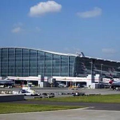 Власти Британии планируют снять ограничение на провоз жидкостей в аэропортах