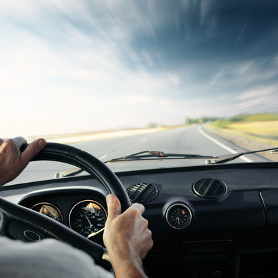 Женщины-водители менее склонны отвлекаться на что-то постороннее, чем мужчины