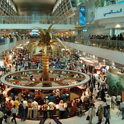 Международный аэропорт Дубая сегодня на некоторое время прервал работу