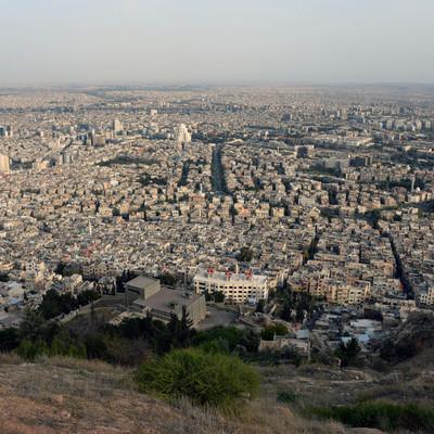 400 мирных граждан смогли покинуть сирийский город Дума по гуманитарным коридорам