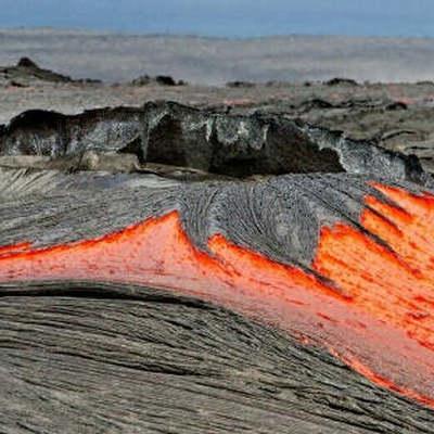 Фрагмент лавы из вулкана Килауэа попал в прогулочное судно