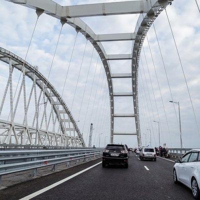 Названо количество автотранспорта, проехавшего по Крымскому мосту за год работы