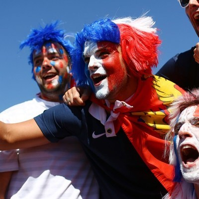 Футбольные фанаты устроили массовую драку на Украине