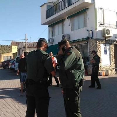 В одном из баром испанского муниципалитета Кастрильо-Техерьего мужчина устроил стрельбу
