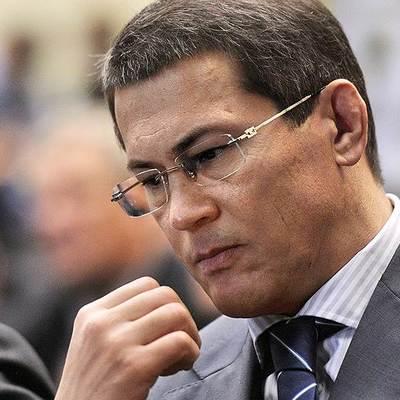 Глава Башкирии запретил чиновникам покупать друг другу новогодние подарки