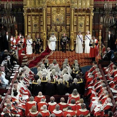 Больше половины британских парламентариев-консерваторов обещают поддержать Терезу Мэй