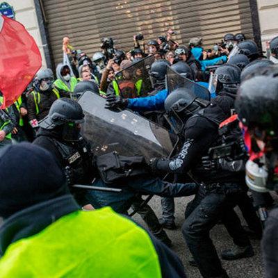 Полиция Парижа задержала 29 человек во время акции движения