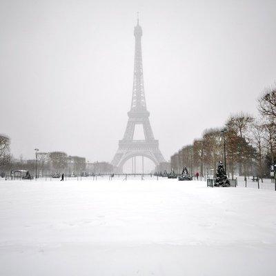Эйфелеву башню в Париже откроют для посещения с 16 декабря