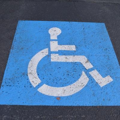 Дети-инвалиды должны будут обслуживаться вне очереди