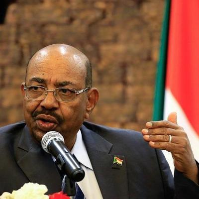 Суд в Хартуме приговорил экс-президента Судана Омара аль-Башира к двум годам тюрьмы