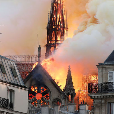 Очаг возгорания в соборе Парижской Богоматери находился в центральной части крыши