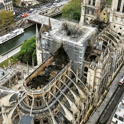 Здание Нотр-Дама спасли от риска разрушения после пожара